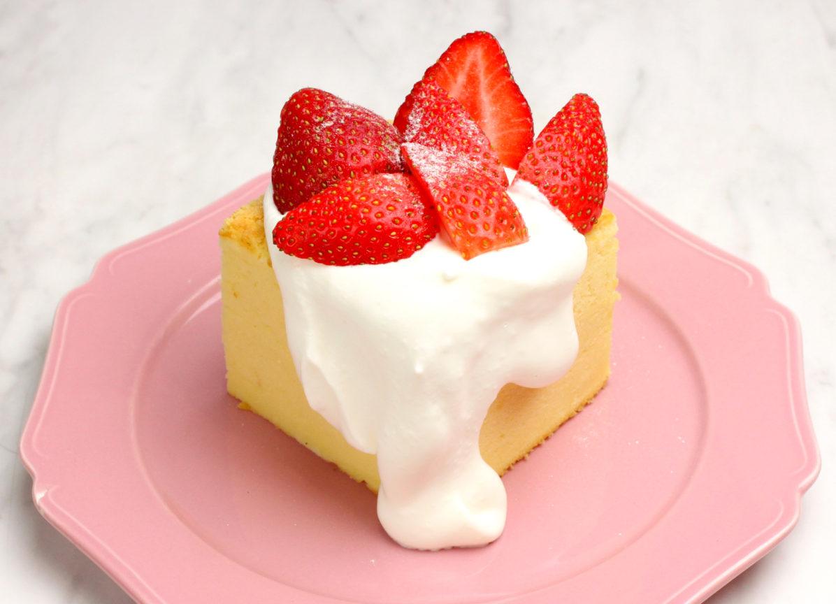 台湾カステラデコケーキ たっぷりいちご