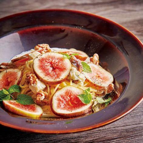 季節のフルーツ 「ゴルゴンゾーラクリーム」スパゲティ